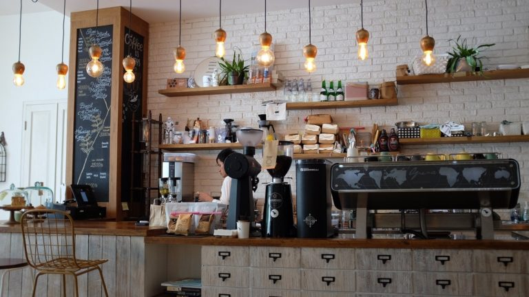 coffee-shop-1209863_1920_low